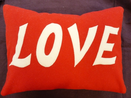 applique - love cushion