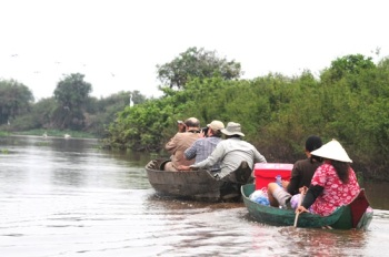 Boat-ride-at-Tonle-Sap