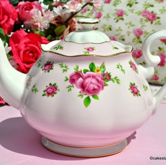 Royal Albert New Country Roses Pink 2 Pint Teapot