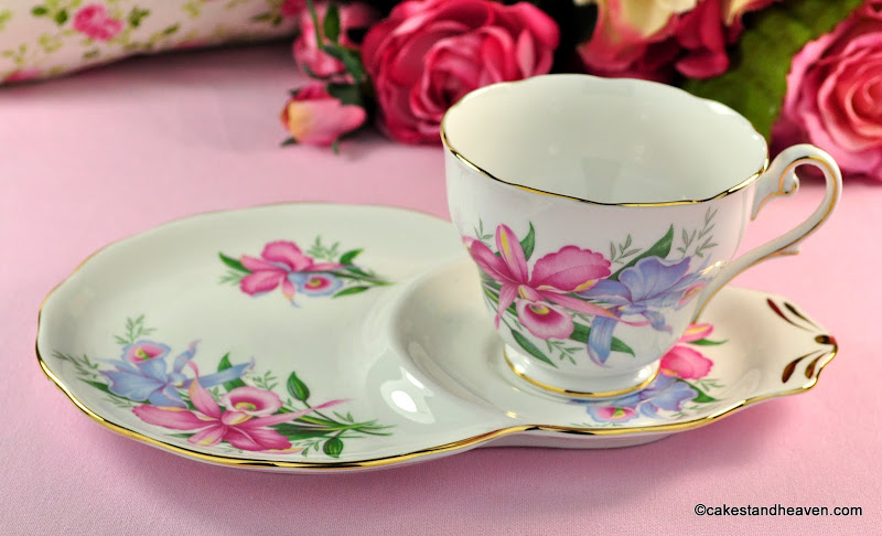 Royal Standard Lily Flowers Bone China Tea Cup Tennis Set c.1950s
