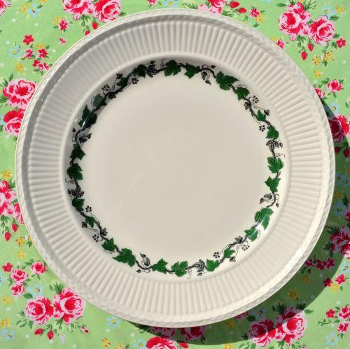 Wedgwood Stratford Creamware Green Ivy Very Large Dinner Plate