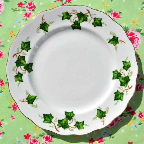 Colclough Green Ivy Leaf Vintage China 21cm Plates