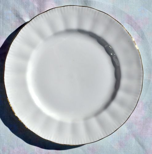 Royal Knight White Vintage Bone China 20cm Plates