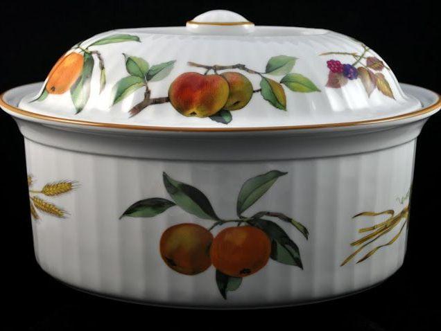 Evesham Vintage Royal Worcester 4 Pint Honey Rim Oval Game Casserole