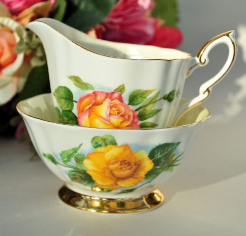 Paragon World Famous Roses Milk Jug and Sugar Bowl