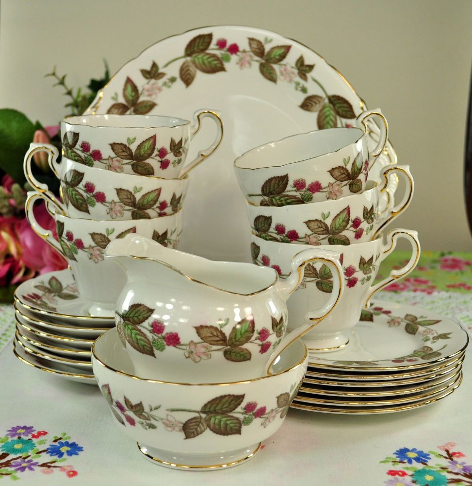 Paragon Green Briar Vintage Bone China 21Piece Tea Set