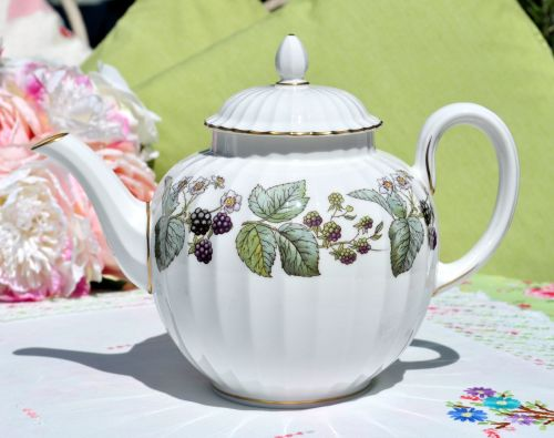 Royal Worcester Lavinia Z 2821 Pattern Fine Bone China Teapot