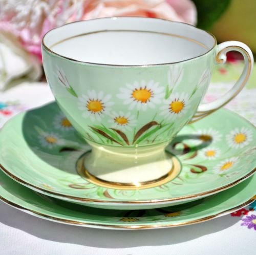 Royal Standard Daisy Hand Painted Vintage Teacup Trio c.1940s