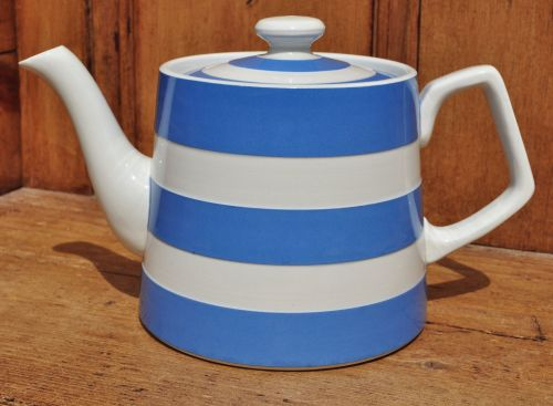 T.G.Green Cornishware Hand Thrown Teapot c.1930-60 s