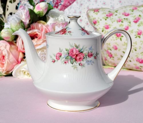 Royal Standard Rambling Rose 2 Pint Teapot