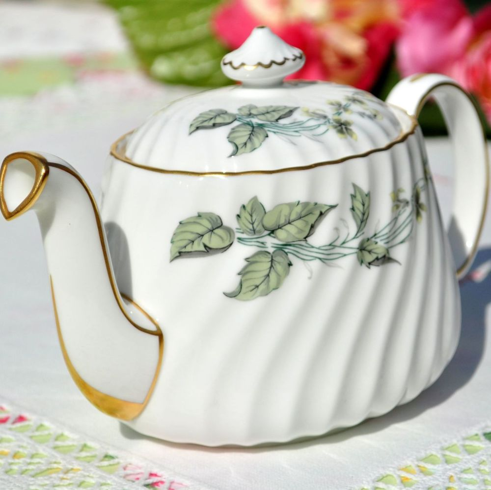 Superb gold gilding - see the spout where it meets the teapot body
