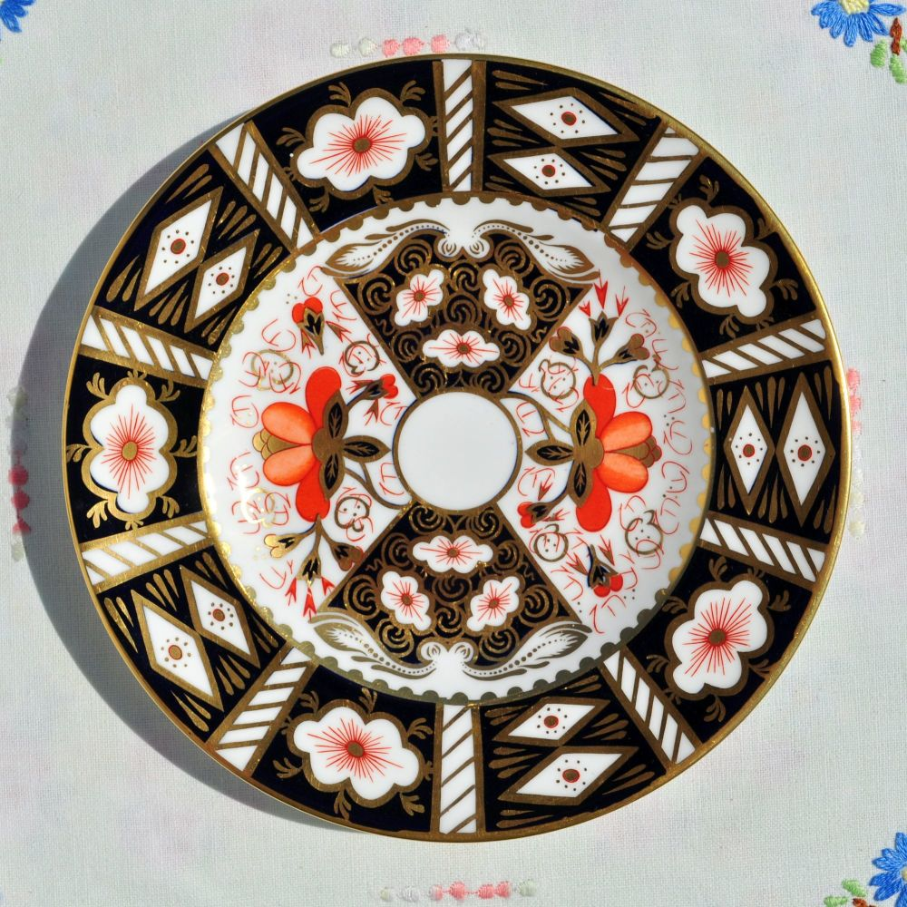 Royal Crown Derby Imari 2451 Pattern 16cm Plate