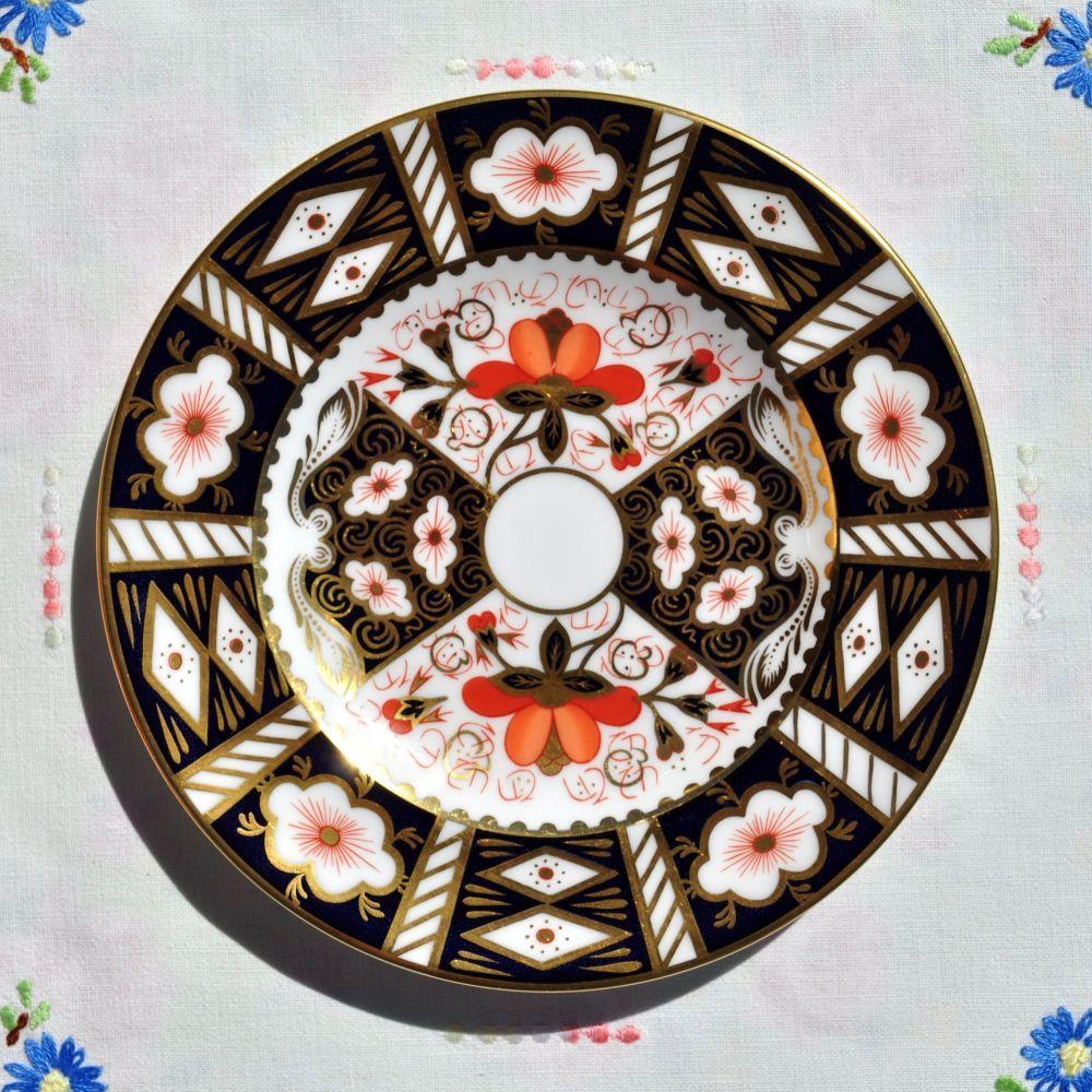 Imari 2451 Pattern Royal Crown Derby 16cm Plate