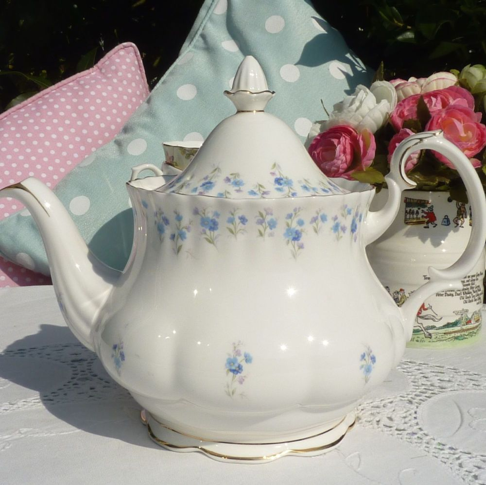 Royal Albert Memory Lane Vintage Bone China 2 Pint Teapot