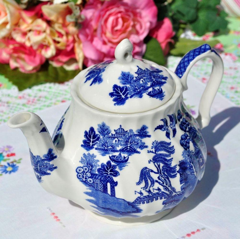 Sadler Blue Willow 2 Pint Teapot c.1950s