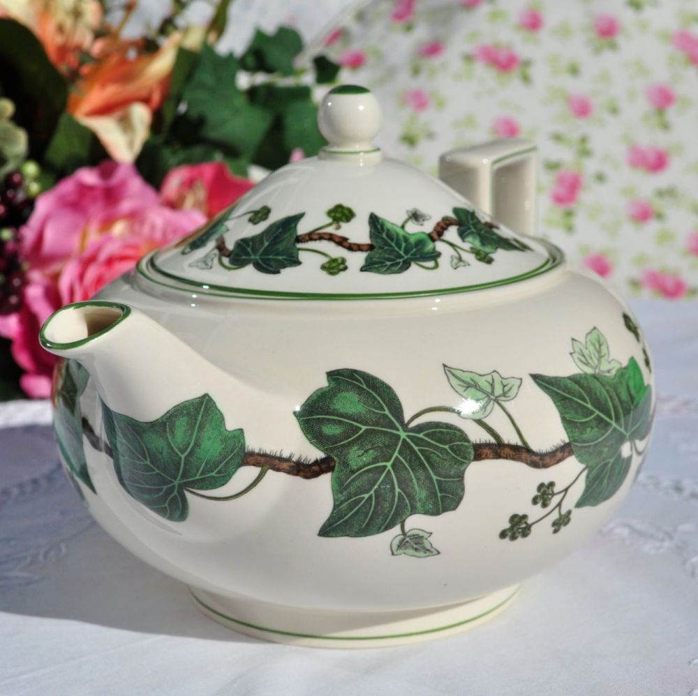 Wedgwood Napoleon Ivy 1.5 Pint Vintage Creamware Teapot c.1940s