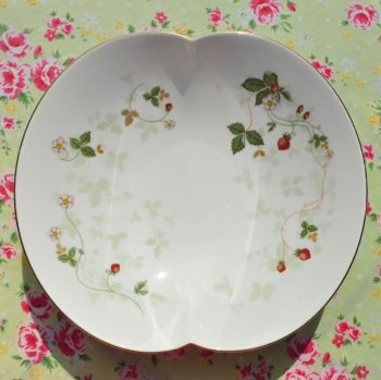Wedgwood Wild Strawberry Serving Bowl