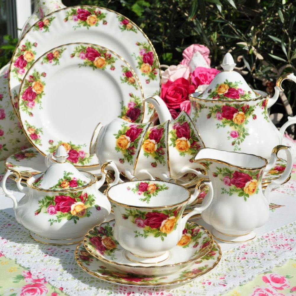 Royal Albert Old Country Roses  23 Piece Dinner Service