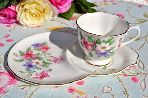 Royal Albert Clematis Pattern Vintage China Teacup Tennis Set