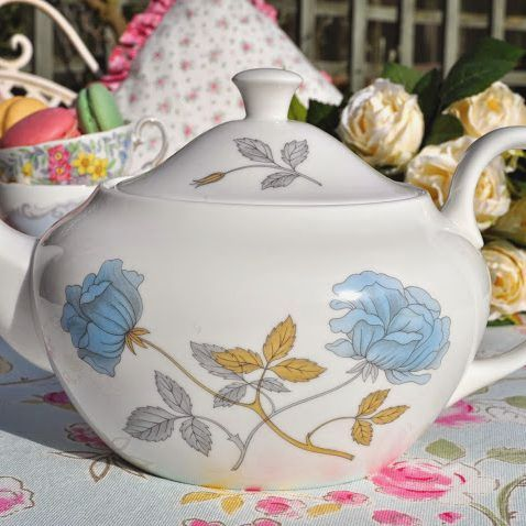 Wedgwood Ice Rose Bone China 2 Pint Teapot