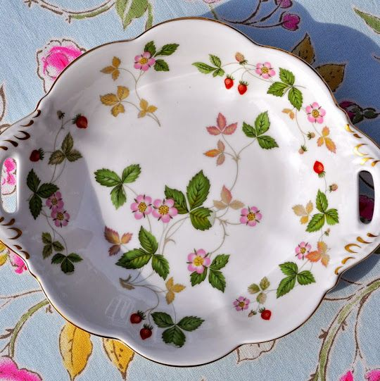 Wedgwood Wild Strawberry Pattern Biscuit Serving Tray or Dish
