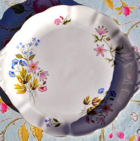 Richmond Wild Anemone Scallop Rim Cake Plate
