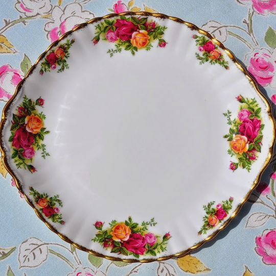 Royal Albert Old Country Roses Large Vintage Cake or Bread and Butter Plate