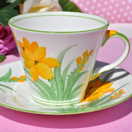 Aynsley Yellow Lily Pattern 5242L Fine China Teacup and Saucer
