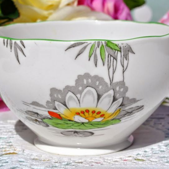 Roslyn Lily Pattern Hand Enamelled Fine Bone China Sugar Bowl c.1937+