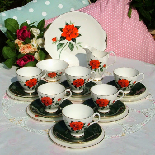 Royal Albert Tahiti 1950s Bone China 21 Piece Vintage Tea Set