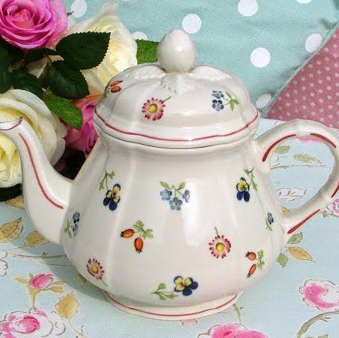 Villery & Boch Petite Fleur Cream Porcelain 1.5 Pint Teapot