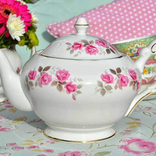Imperial Rose Vintage Fine Bone China 2 Pint Teapot