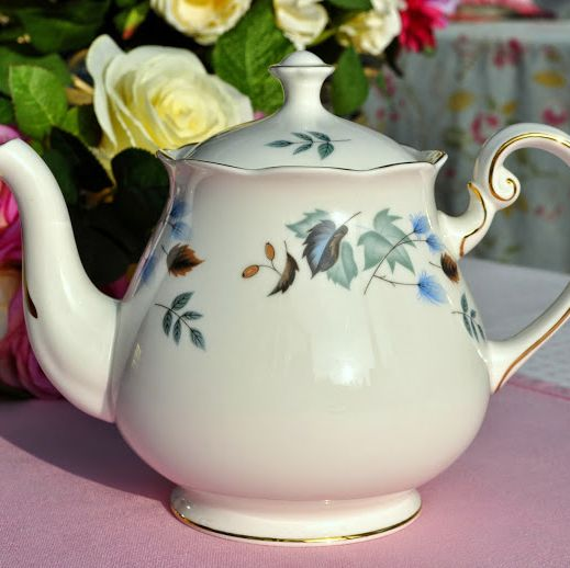 Colclough Linden Pattern No. 8162 Bone China Vintage Teapot 1.5 Pint