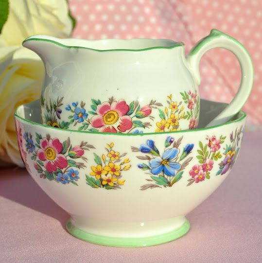 Roslyn Country Ramble Vintage China Milk Jug and Sugar Bowl c.1940