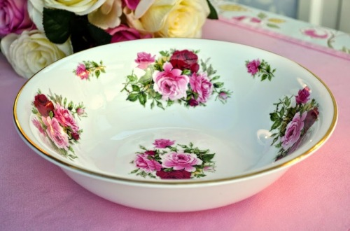 Sheltonian Bone China Pale Pink and Cerise Roses Serving Bowl