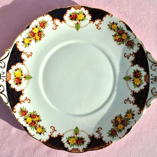 Royal Standard Old Fashioned Pattern Vintage Cake Plate