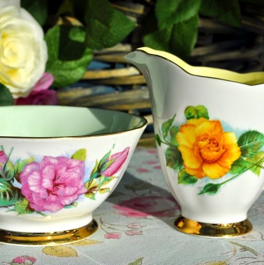 Roslyn World Famous Roses Prelude and Mme Ch Sauvage Milk Jug and Sugar Bow