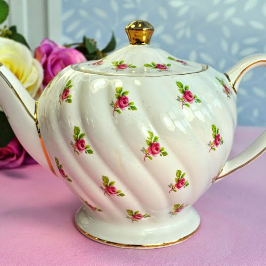 Sadler Vintage Ditsy Pink Roses Pattern Large Teapot c.1940's