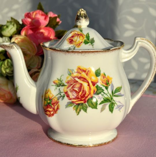 Royal Standard Romany Rose Vintage Fine Bone China One Pint Teapot