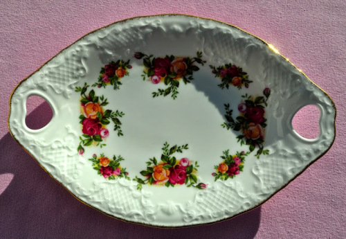 Old Country Roses Twin Handled Biscuit Tray c.1973+