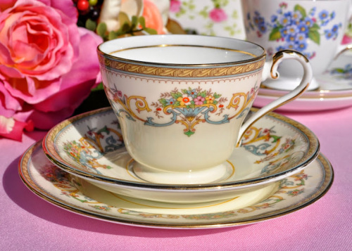 Aynsley Henley Pattern Vintage Teacup Trio