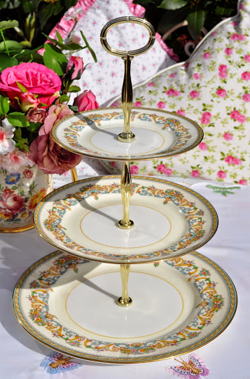 Aynsley Henley Pattern Vintage 3 Tier Cake Stand