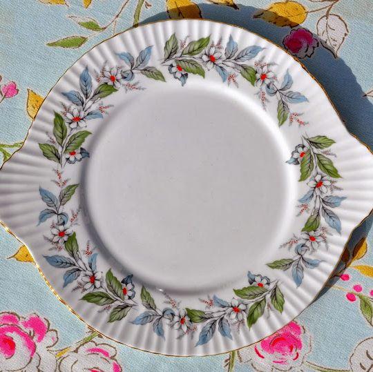 Salisbury Strawberry Fair Vintage Eggshell China Cake Plate