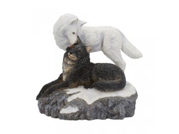 Snow Kisses - Figurine - By Lisa Parker