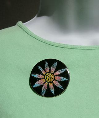 Circular Flower Brooch - Daisy