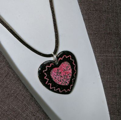 Large-Heart-Pendant-Close-up