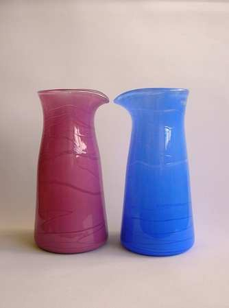 kissing carafes