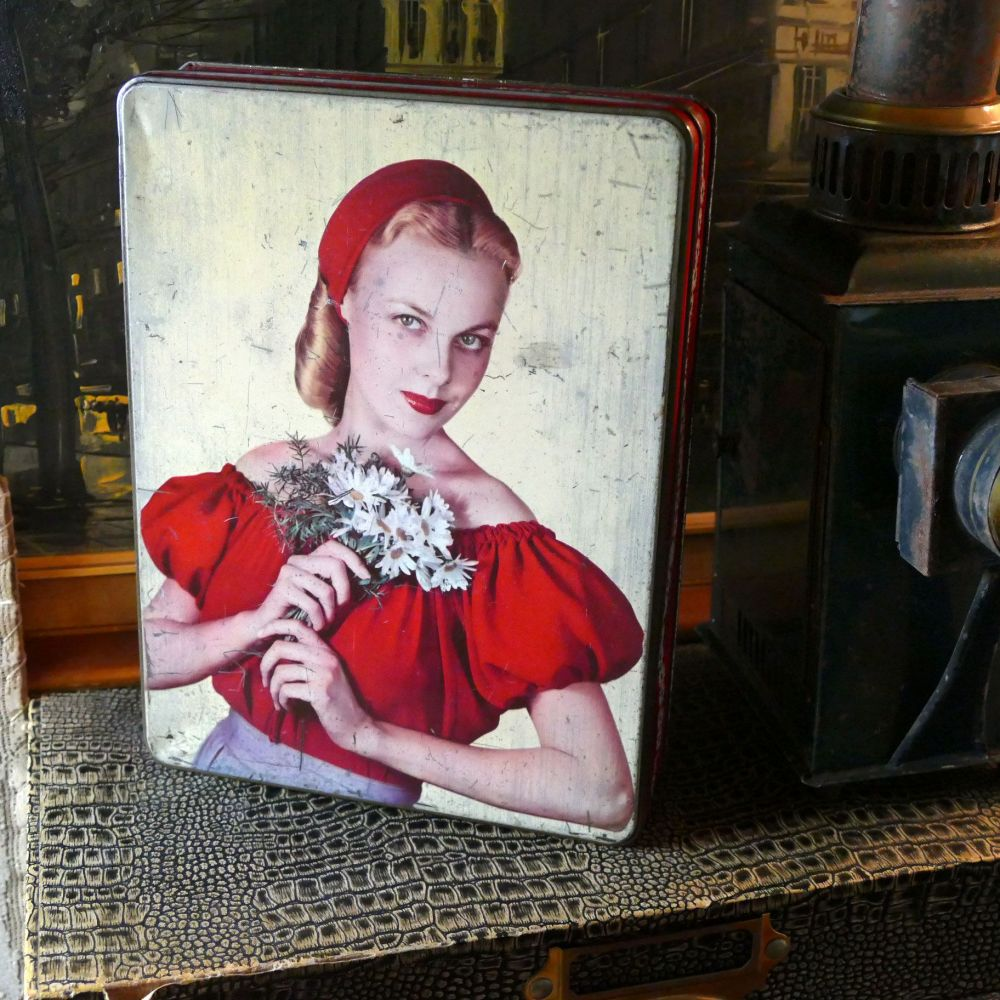 Vintage Holland's Toffee Tin - Cinderella