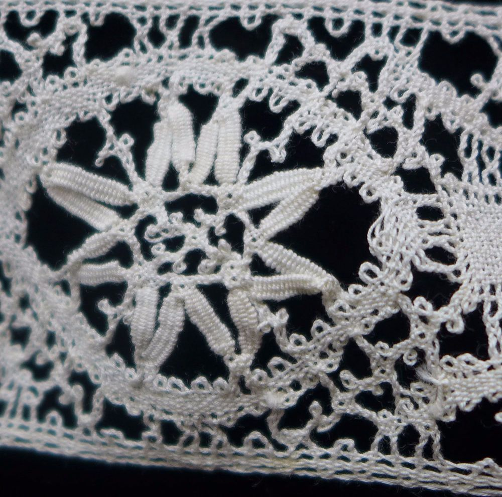 Hand Crocheted Flower Lace Trim (N) - 90cm Long