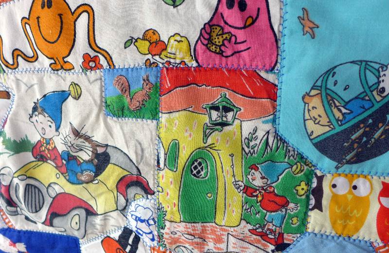 storybook-quilt-with-vintage-fabrics-9